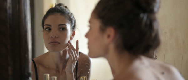 Can Your Beloved Vitamin C Serum Replace Your Sunscreen? We Have The Answer!