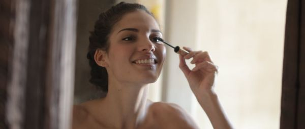 A Genius Way To Remove Waterproof Mascara Without Losing Your Lashes