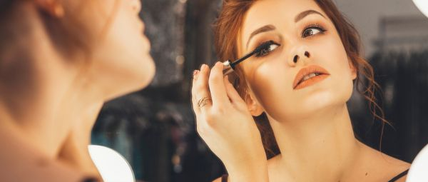 5 Lighting Mistakes You're Probably Making While Applying Makeup & Clicking Selfies