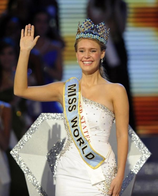 Alexandria Mills gets the Title of Miss World 2010
