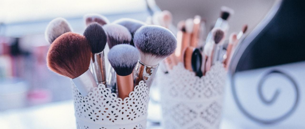 Your Makeup Brushes Deserve A Deep Cleaning & Here's The Right Way To Do It