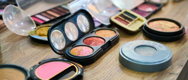 Old Is Not Gold When It Comes To Makeup: Here's The Right Time To Toss Them Away