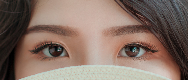 Dry, Dehydrated Skin Around The Eyes? Follow These Tips & Tricks!