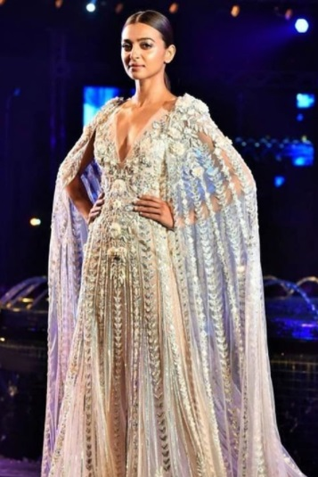Radhika Apte walked the runway in Manish Malhotra