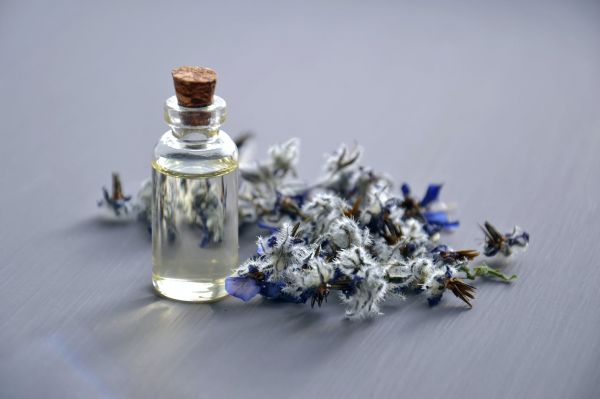 Lavender oil for quick relief from eczema and dry skin