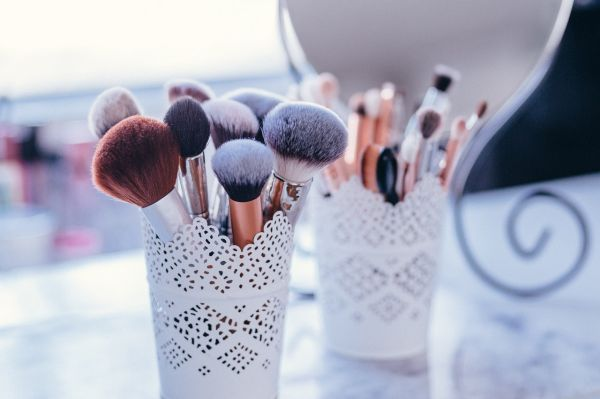 Keep Two Holders For Makeup Brushes
