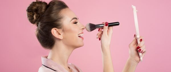 Million Dollar Question: What's The Difference Between Compact Powder And Loose Powder?