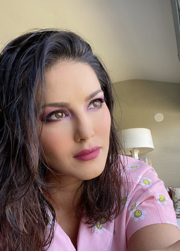 Sunny Leone All-Pink Makeup Look