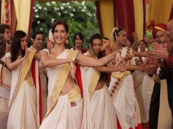 Sonam Kapoor wearing a kasavu saree in the film Aisha
