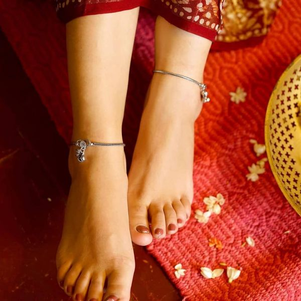 simple anklets for brides