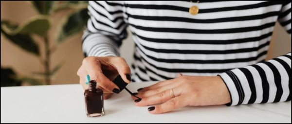 Goodbye, Chipped Nail Paint: 5 Top Coats For A Salon-Like Manicure!