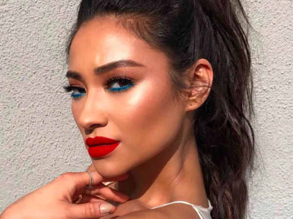 shay mitchell blue eyeliner