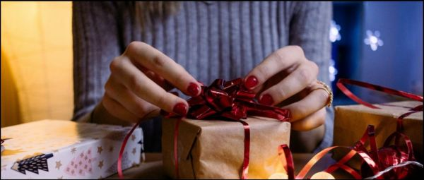 Let's Get Shopping: 6 Tips To Keep In Mind When You're Buying A Beauty Gift For Your BFF