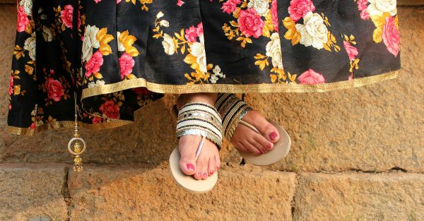 15 Stylish Flats Perfect For This Shaadi Season - Under Rs 999!