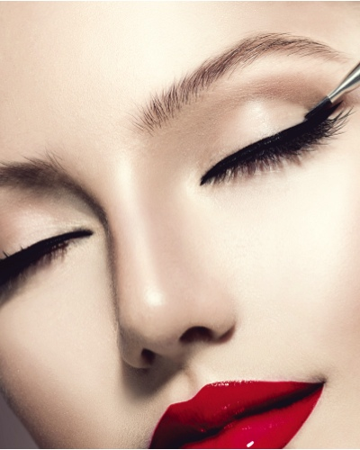No More Lopsided Wings! 10 Eyeliner Hacks Every Woman Should Know