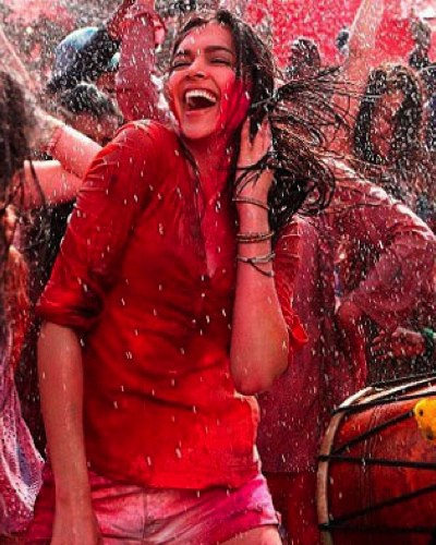 How To Get Rid Of Holi Stains From Your Skin and Hair
