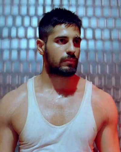 Cute Guy To Hunky Fighter? We're LOVING Sidharth's New Avatar