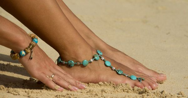 OMG, So PRETTY! 10 Barefoot Sandals For Your Trinket Box!