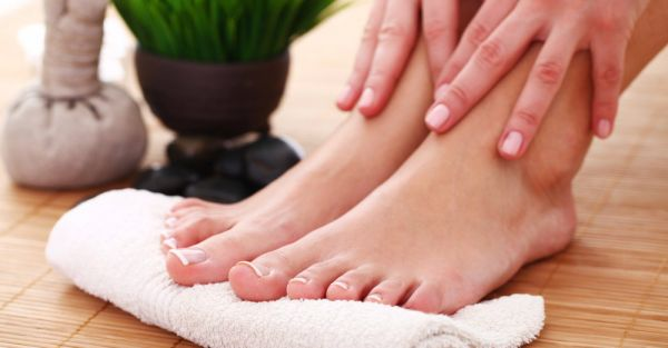 Happy Feet! 8 Easy Home Remedies For Cracked Heels and Corns