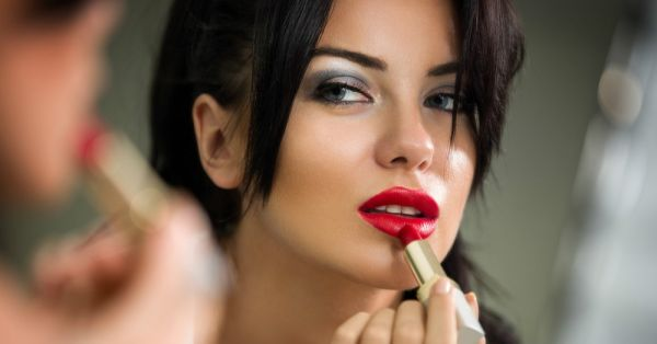 Do You Have Too Much Makeup On? Here's How To Tell!