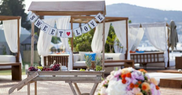 Make Everyone Go Aww! Add Love Quotes To Your Wedding Decor!