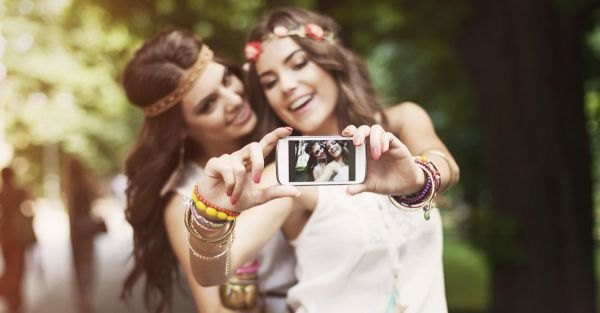 Could Clicking Selfies Be Ruining Your Skin?!