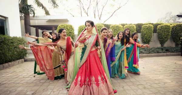 You, Me & Them: 7 FUN Wedding Pics To Click With Your Friends!