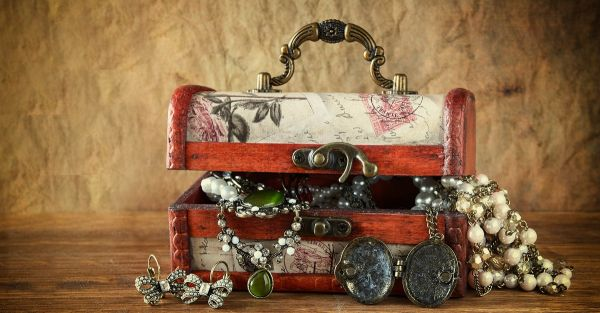 15 Gorgeous Jewellery Boxes For The Bride To Be!