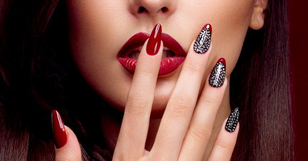10 Gorgeous Nail Art Designs For All Your Wedding Functions!
