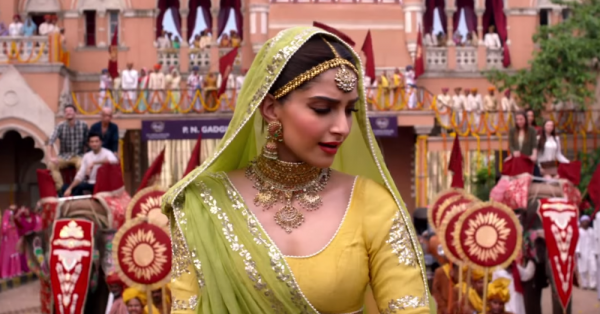 7 FAB Ways To Glam Up Your Shaadi Hairstyle (No, Not Flowers!)