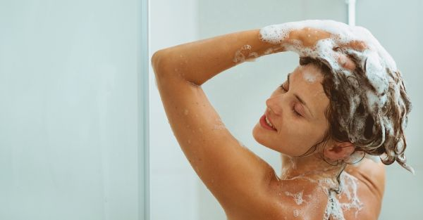 The *Right* Way To Wash Your Hair - 7 Essential Tips!