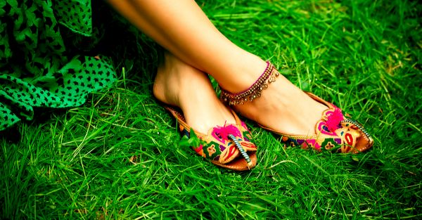 18 Gorgeous Juttis To Pair With Your Indian AND Western Wear!
