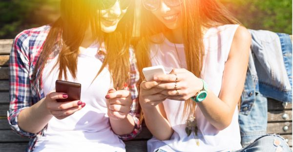 14 Weird & Funny Thoughts Girls Have While Using A Dating App!