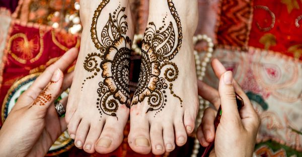 Ornate your legs & feet with these stunning Indian mehendi designs for feet