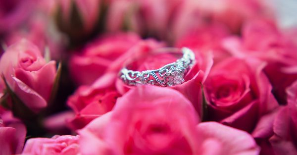 10 Tips To Help You Pick Your *Dream* Engagement Ring!