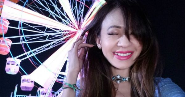 10 Types Of Selfies EVERY Girl Clicks When She Goes For A Fest!