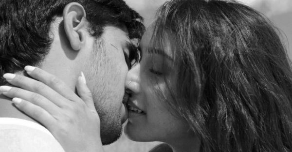 10 Kissing Games To Play For A *Hot* Makeout Session With Him!