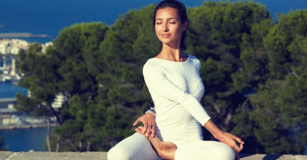 Simple yoga asanas for a better body, mind and soul
