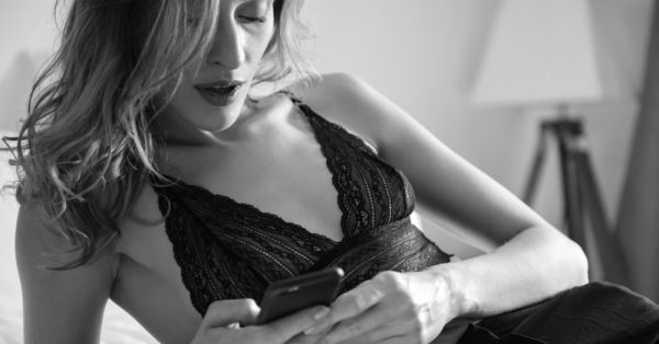 9 HOT Sexting Ideas That Will Turn Him On Like Crazy!