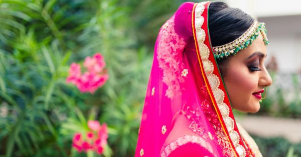 This Bride Wore A *Gorgeous* Lehenga & Stunning Jewellery For Her Beach Wedding!