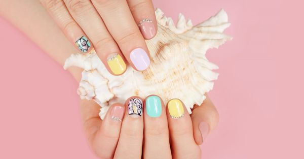 #RealGirlHacks: Super Creative Ways To Rescue A Chipped Manicure Instantly!