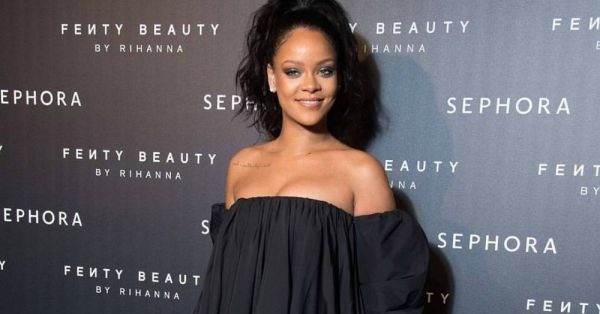 Rihanna's Fenty Beauty Has A *New* Glittery Holiday Collection And It'll Totes Light Up Your Life!