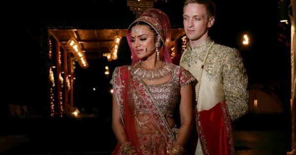 Aashka & Brent Looked Like *Royalty* At Their Hindu Wedding Ceremony!
