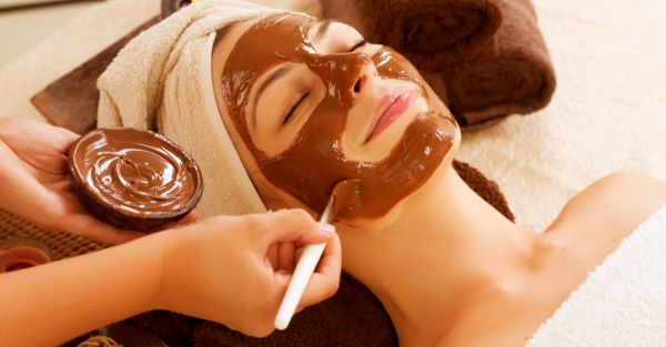 Cocoa Glow: Delectable DIY Chocolate Masks To Whip Up In Your Kitchen!