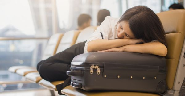 Taking A Long Distance Flight? 7 Tips To Overcome Jet Lag!