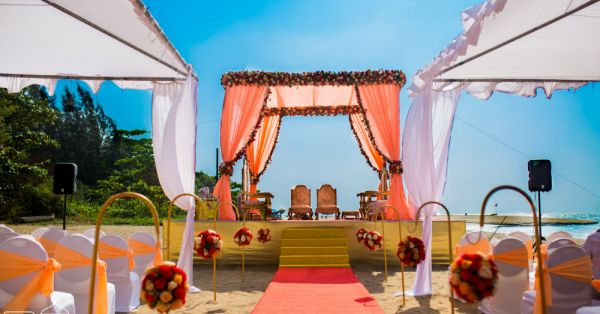 Ditch The Norms! Here's Why Avoiding A Stage At Your Wedding Is A Good Idea!