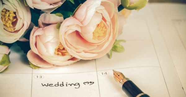 We Spoke To An Astrologer & Here Are All The *Auspicious* Wedding Dates Of 2018!