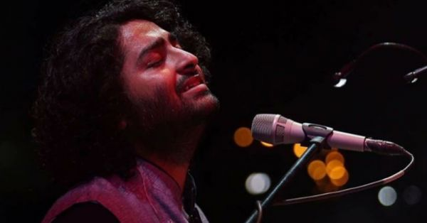 """Somebody F*cking Fix This Mic"" - Arijit Singh Has An Oops Moment On Stage..."