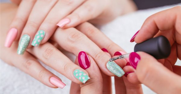 Manicure Musts: The RIGHT Way To Remove Acrylic Nails At Home!