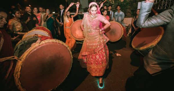 Meet The Bride Who Sold Her Wedding, Had Her Own Baraat & Rented All Her Outfits!